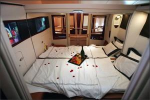 Singapore-Airlines-Airbus-A380-First-Class-Suite double